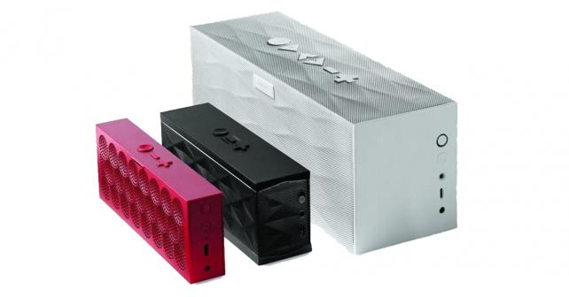 Les trois enceintes Jambox côte à côte par ordre de taille (Mini Jambox, Jambox, Big Jambox)